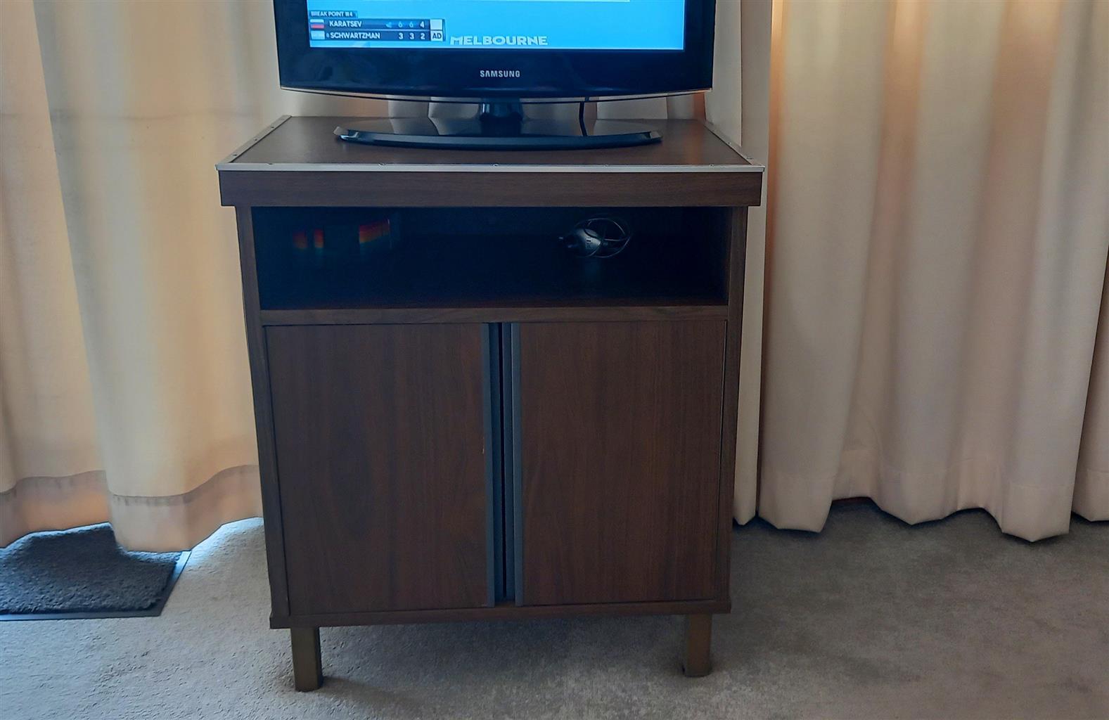 22 inch SAMSUNG TV.
