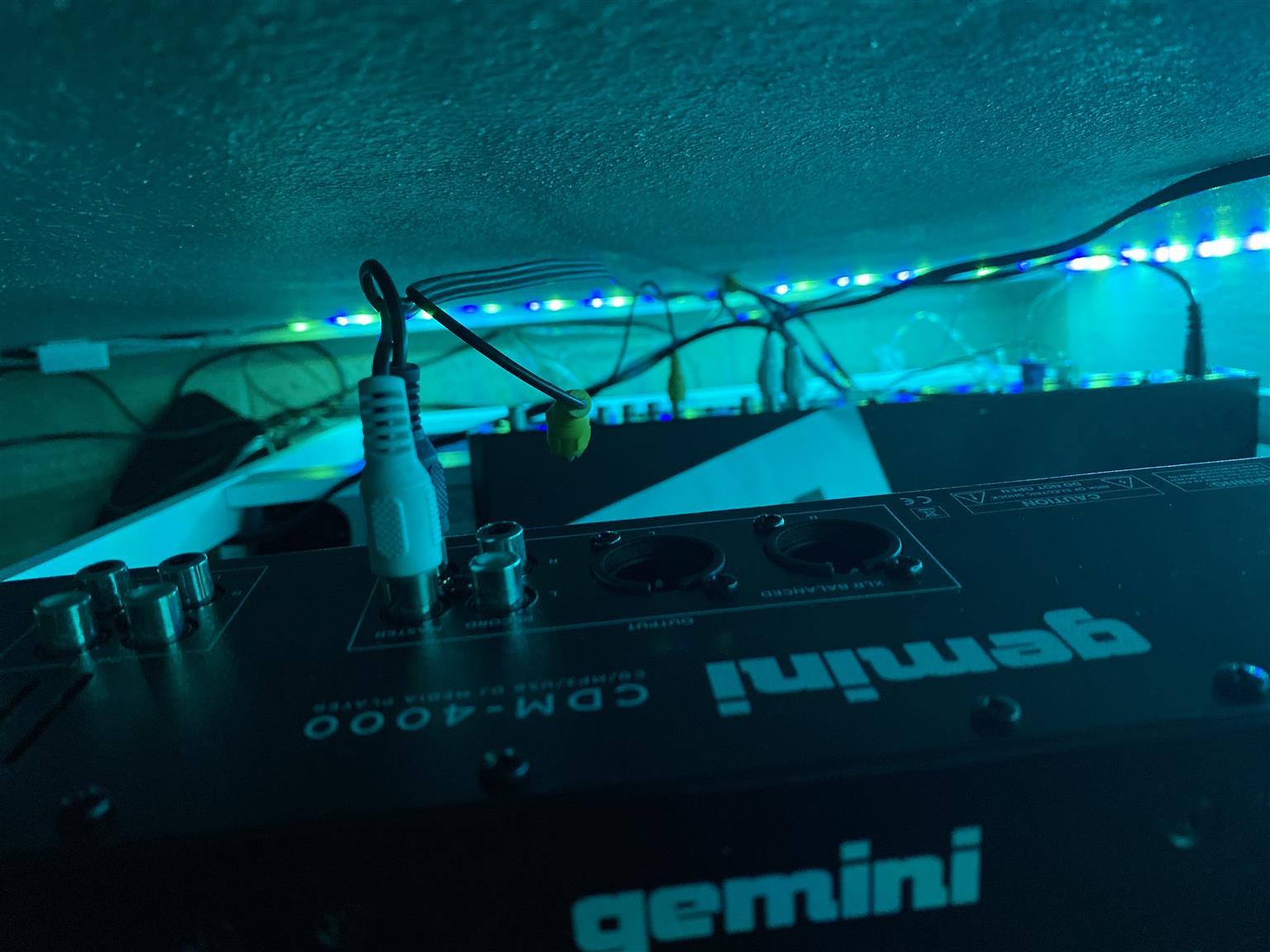 Gemini CDM 4000 DJ Controller/ DJ Mixer