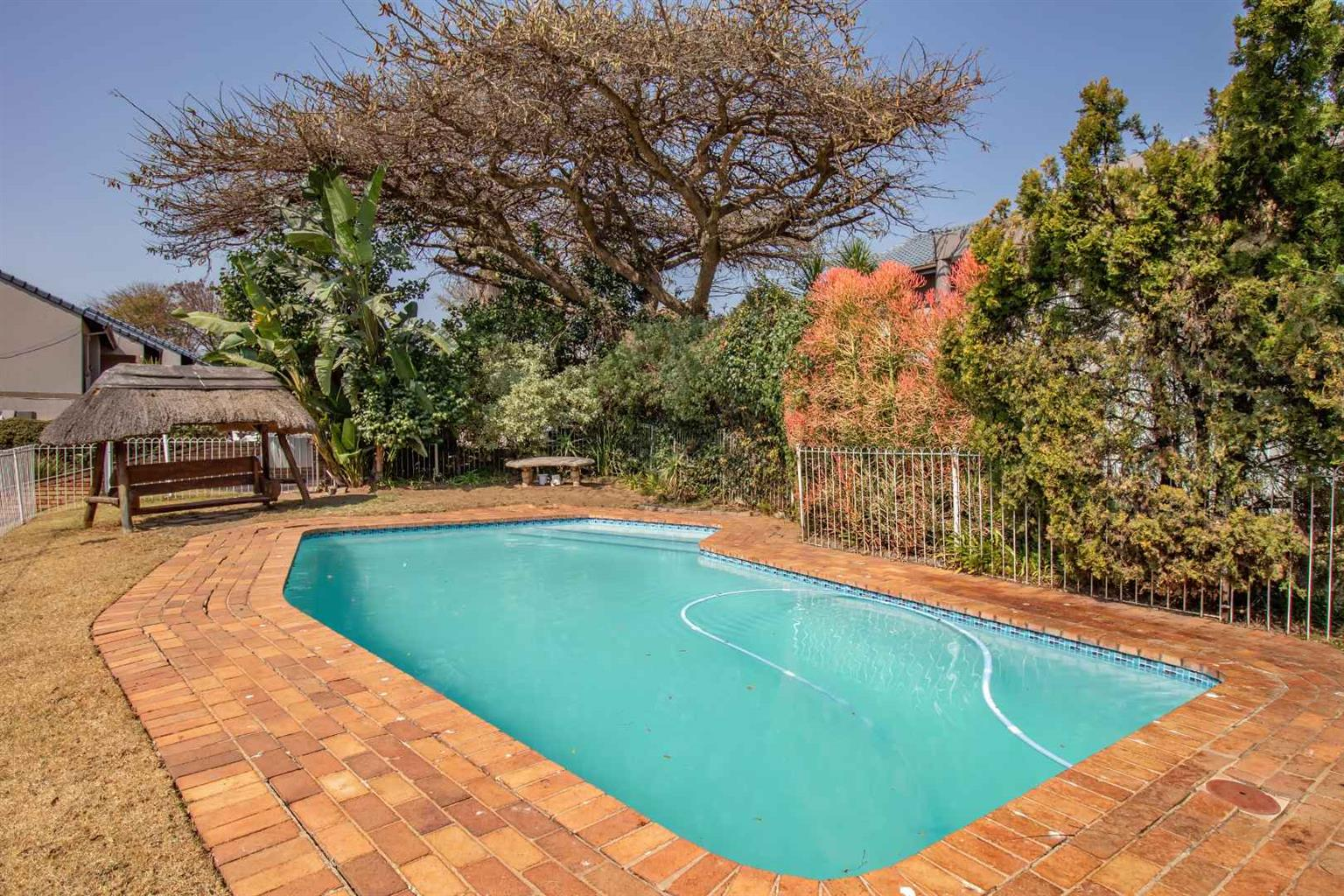Townhouse For Sale in Constantia Kloof