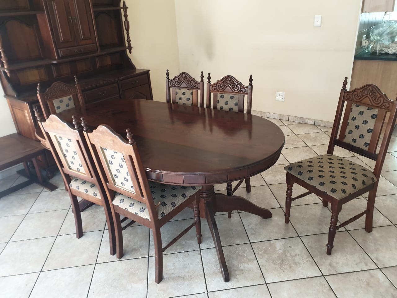 8 Seater solid Imbuia wood dinning table and buffet.