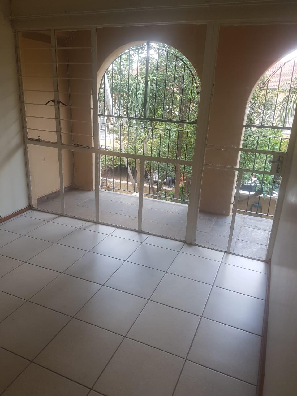 3 bedroom apartment in Lynwood