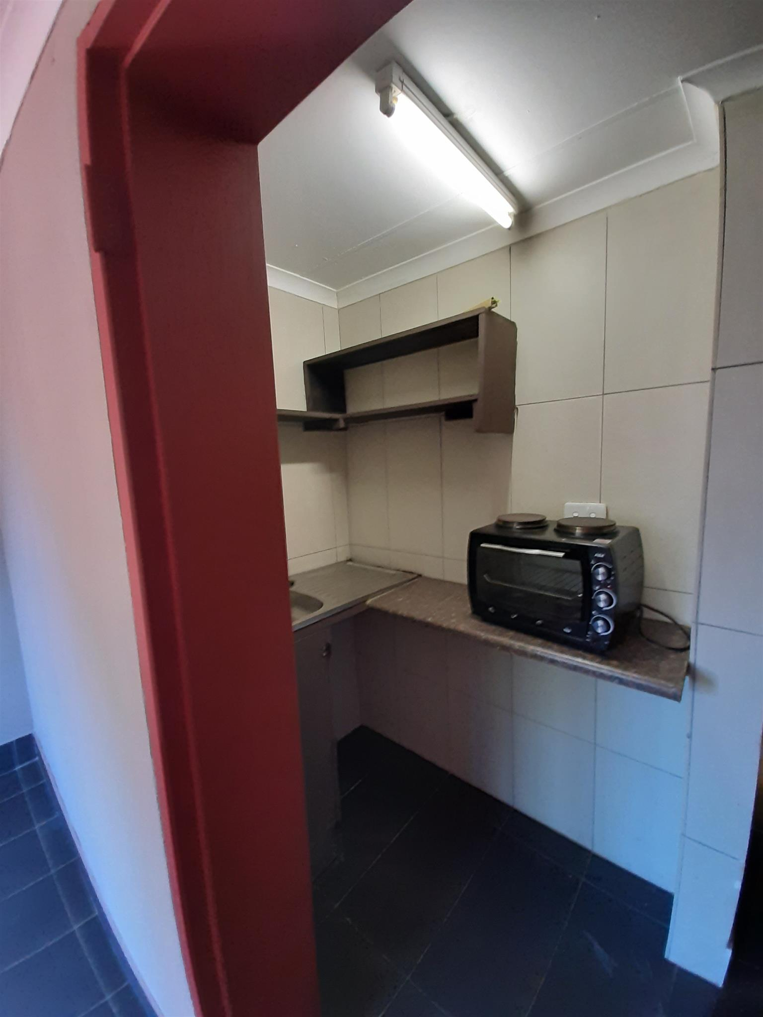 Secure Bachelor Flat to Rent. Garsfontein.