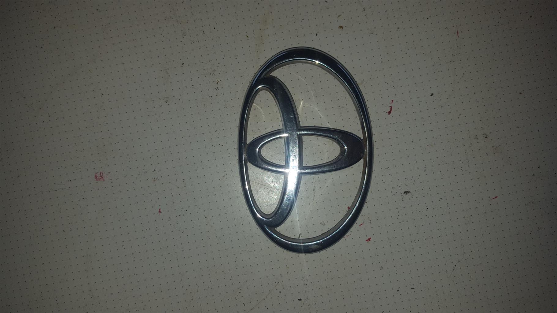 Toyota camry boot emblem/badge