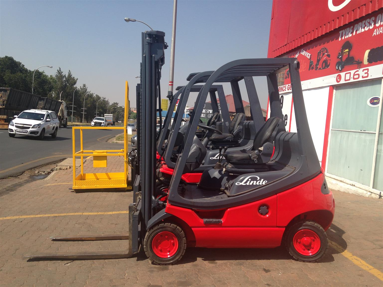 GOOD CONDITION 1.8 TON LINDE GAS FORKLIFTS FOR SALE