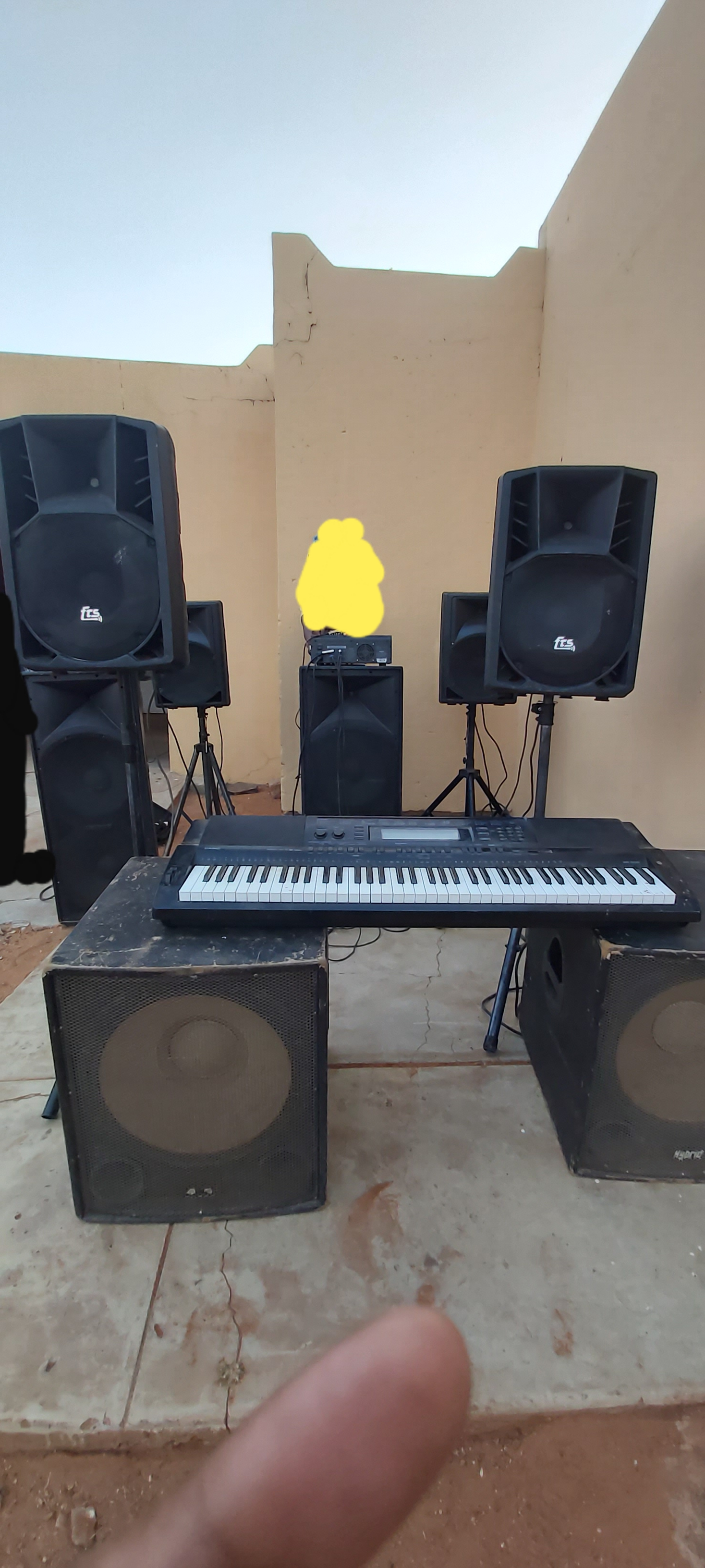 8 Speakers with keyboard and virtual DJ