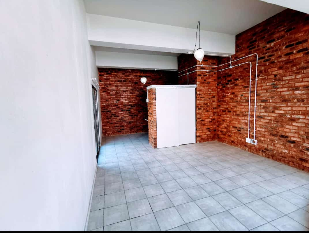 One bedrooms and Bachelors available for immediate occupation at Wimpie Towers in JHB CBD.