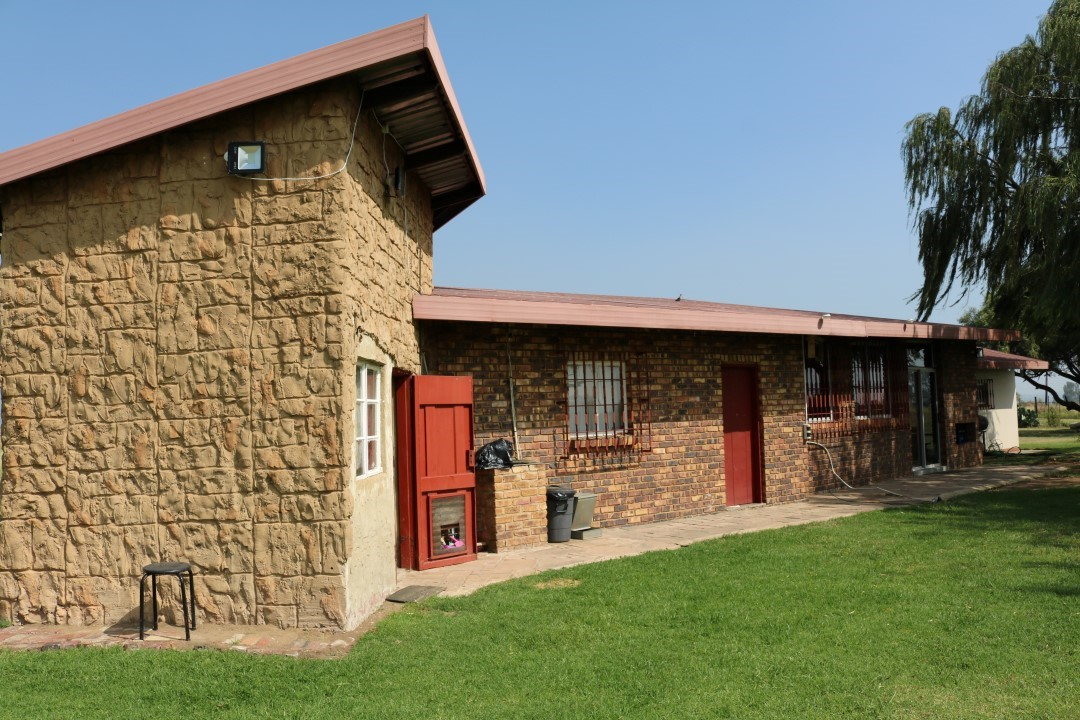 House with granny flat, and two flats (rentals) for sale in Bolton Wold, Midvaal