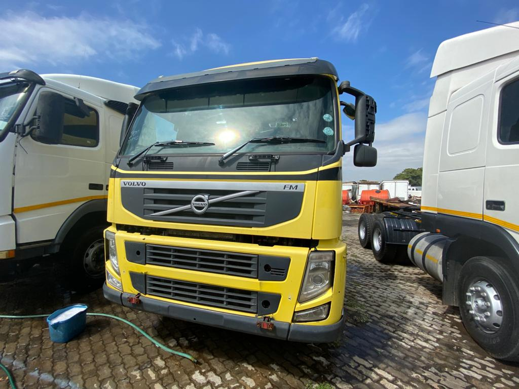 VOLVO FM400 DOUBLE AXLE TRUCK......INHOUSE FINANCE AVAILABLE!!!!