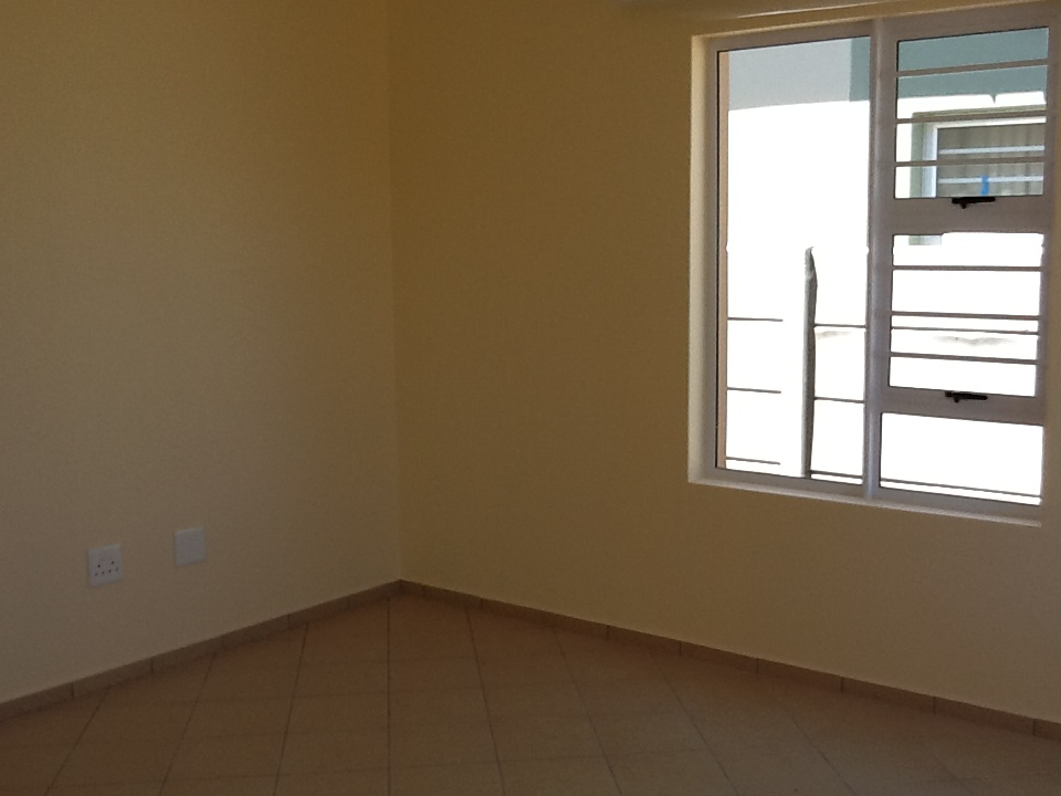 REDUCED rent and one month deposit for 2 bedroom free standing house, Bella Donna Estate