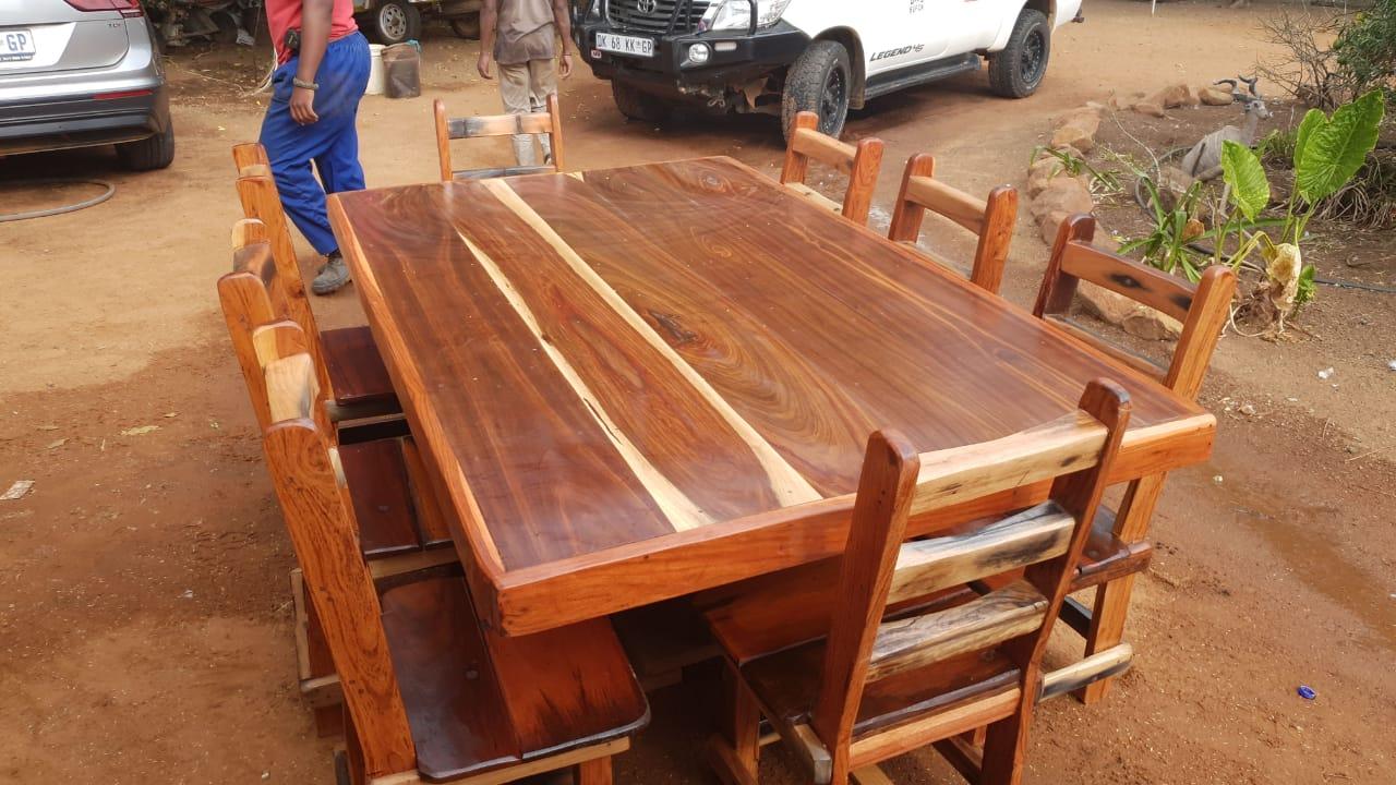 8 seater Sleeper diningroom set