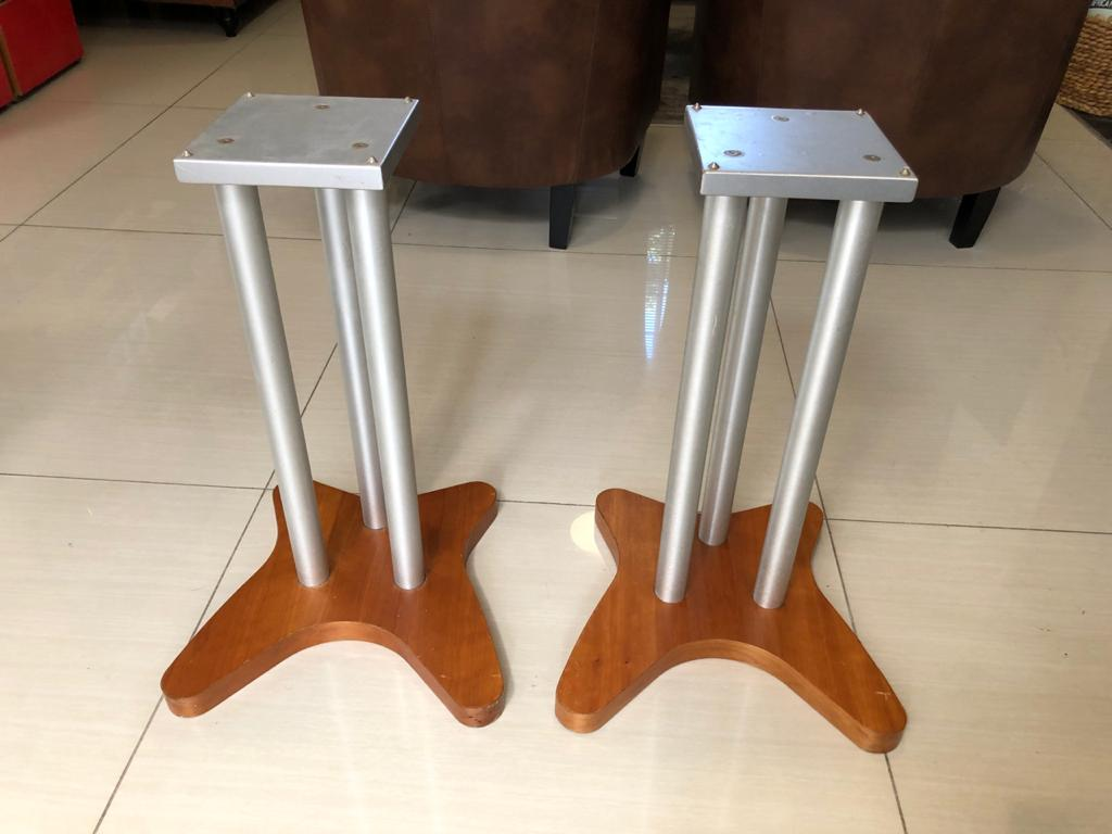 Stylish Audiophile Metal and wood Speaker Stands with top Isolation Spikes