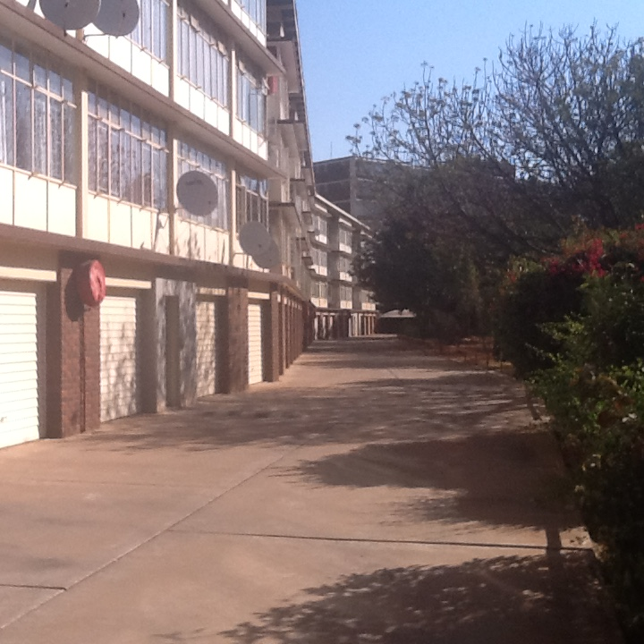 Queenswood. Spacious 2.5 bedroom flat for rent. Monthly rental R6600.  Available 1January 2020.Please contact me at cell: 0825725624
