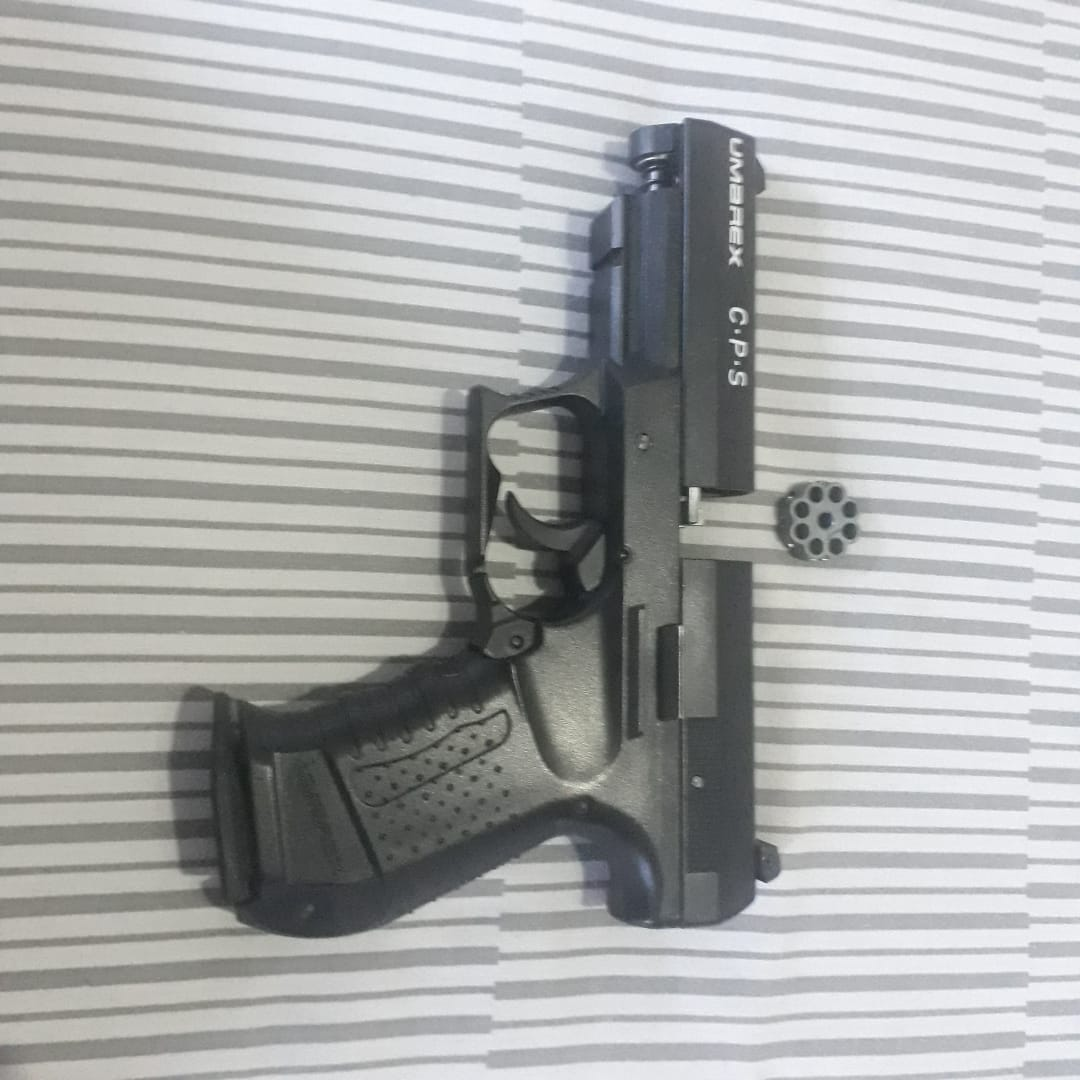 Umarex C.P.S. 4.5mm. CO2 air pistol, pellets and gas canisters.  Perfect condition. Retails R3,000.