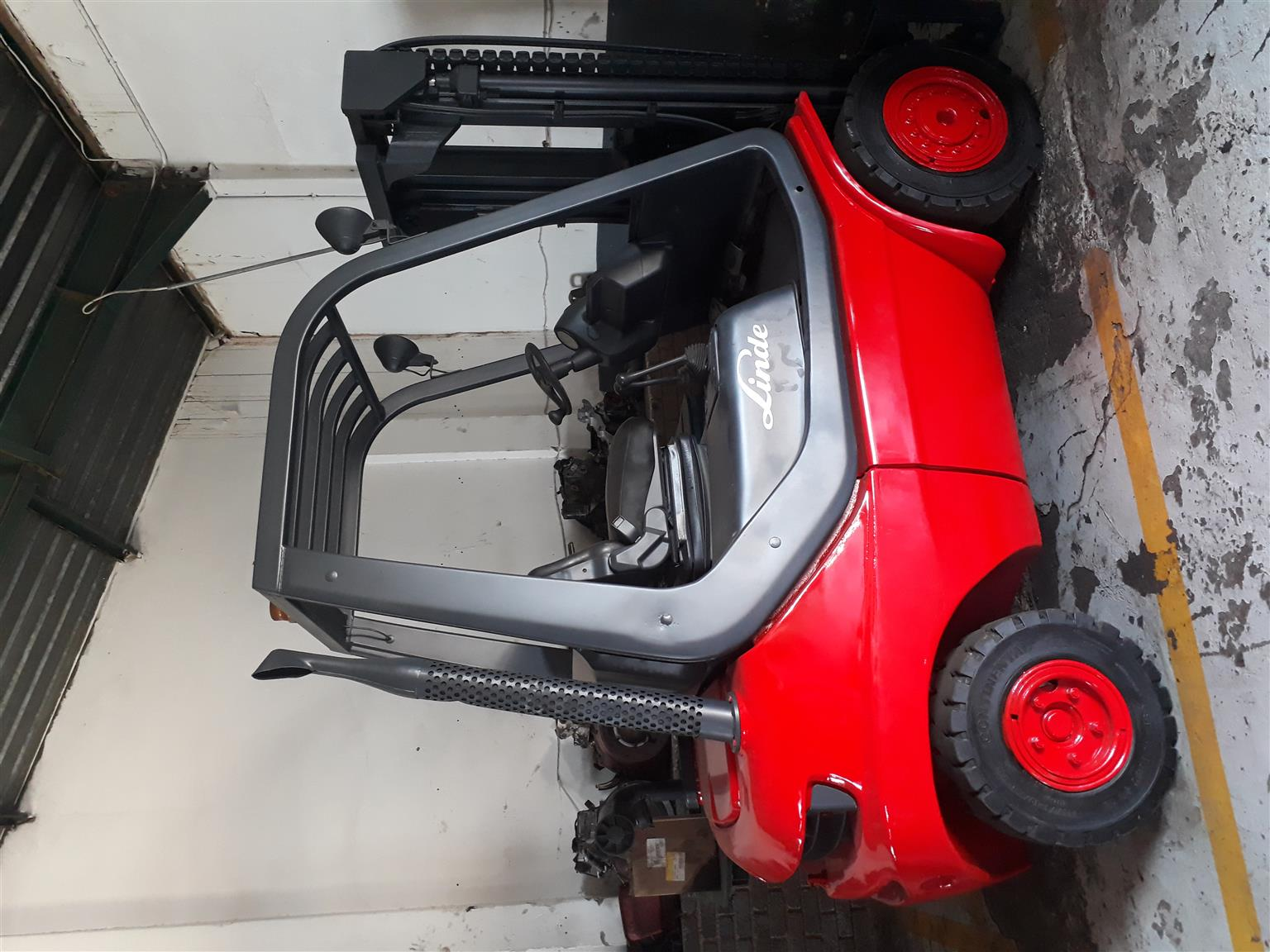 LINDE DIESEL 2.5 TON FORKLIFTS FOR SALE