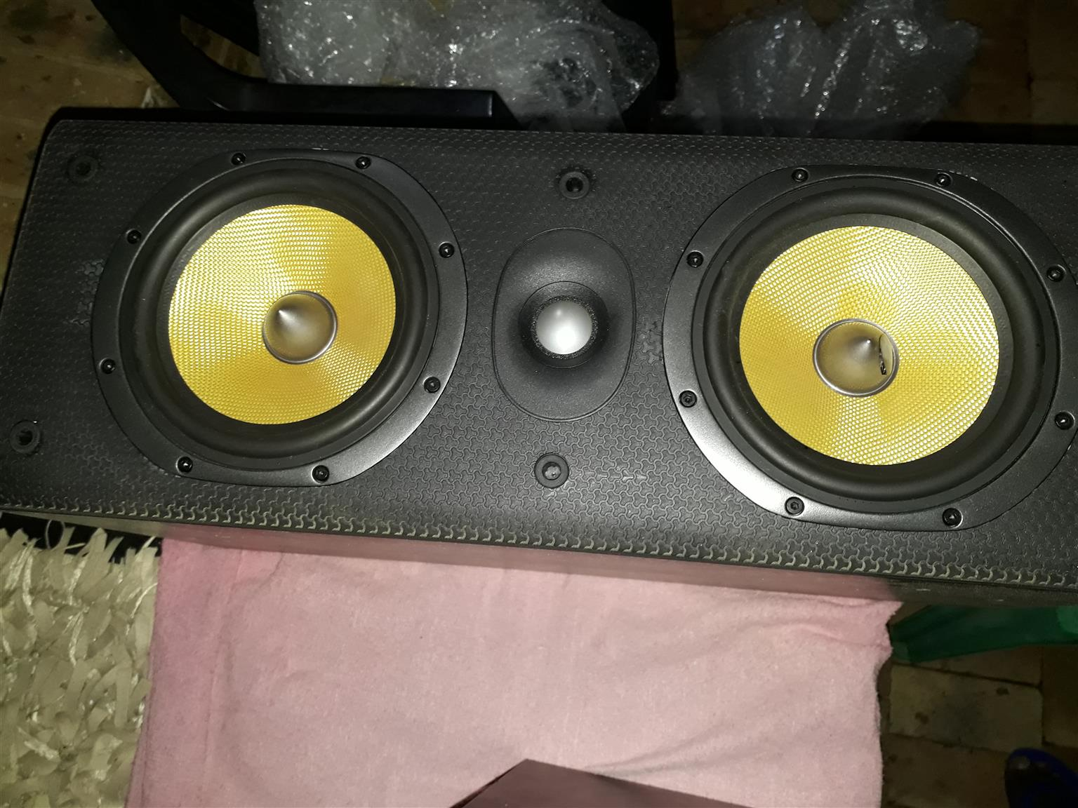 Large B&W LCR600 centre speaker