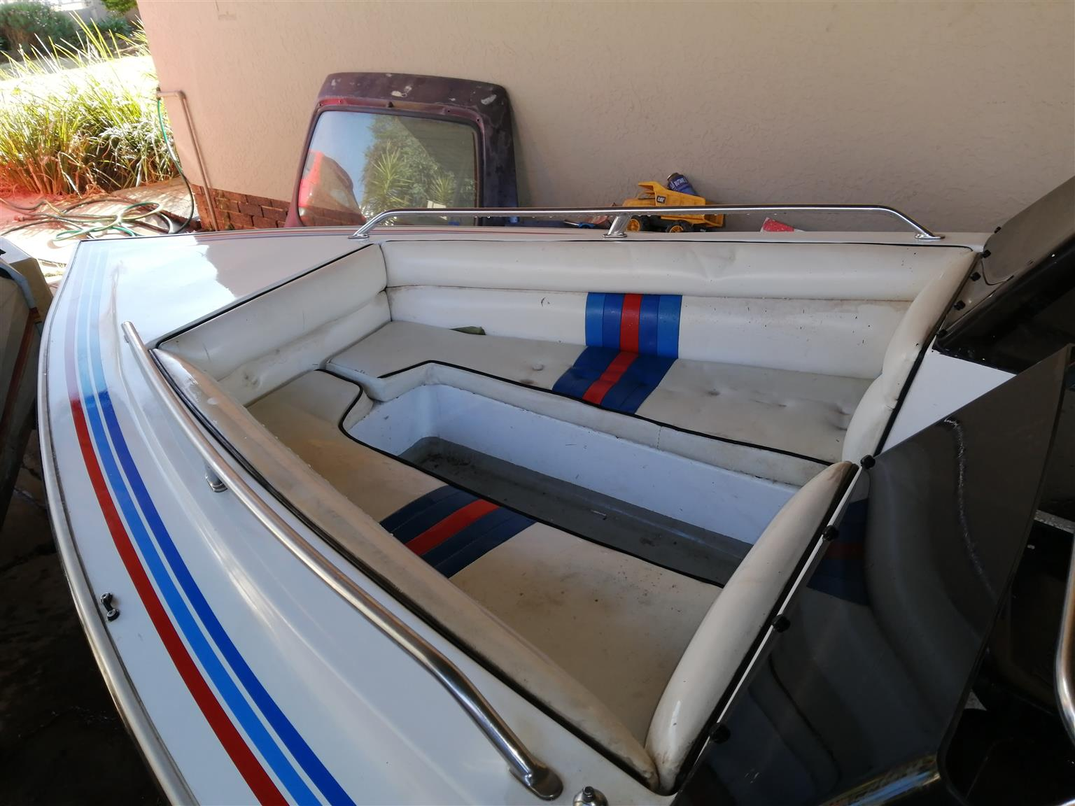 Scimetar speed boat
