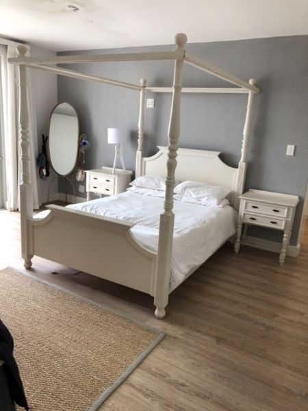 A Beautiful Timeless Four Poster Queen Bed For Sale Junk Mail