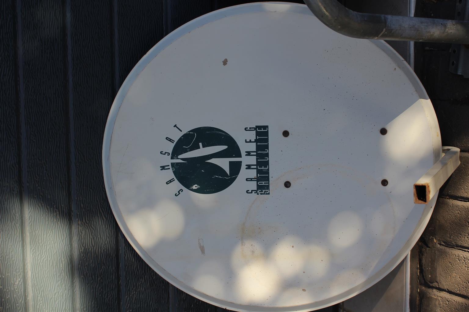 Satellite Dishes New & Used DSTV, Elsat, Samsat, SkyWave Starwalker 0,700 to 1m size