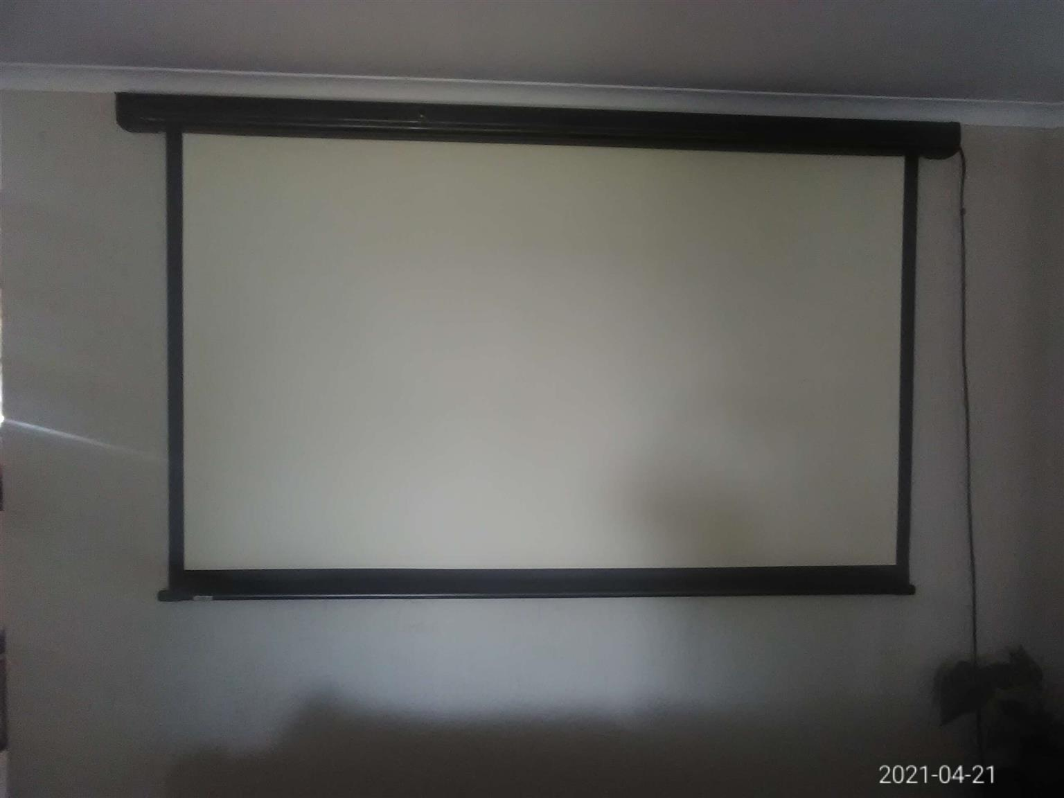 NEW ACER PROJECTOR(PDX1127i) +USED 2.1m×1.65m remote screen.