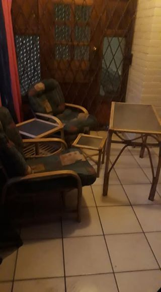 Old lounge suite for sale