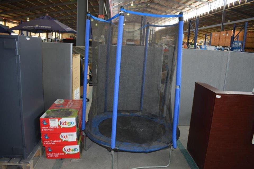 Mini round trampoline with net