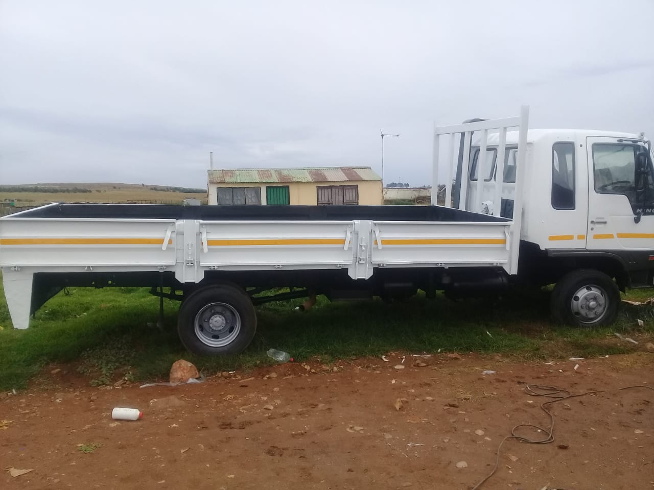 I'm selling my 6ton truck hino still in good condition and drives very smooth
