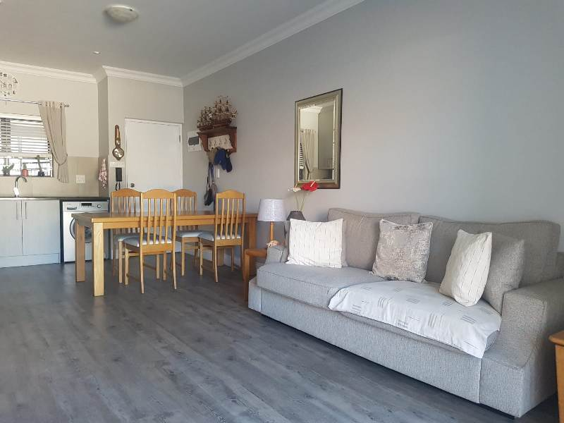 Parow / Avondale...Exquisite Modern 2 Bedroomed Apartment for Sale