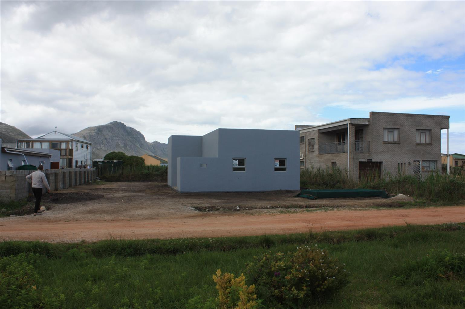 BRAND NEW HOUSE IN BETTYS BAY : BIG BARGAIN