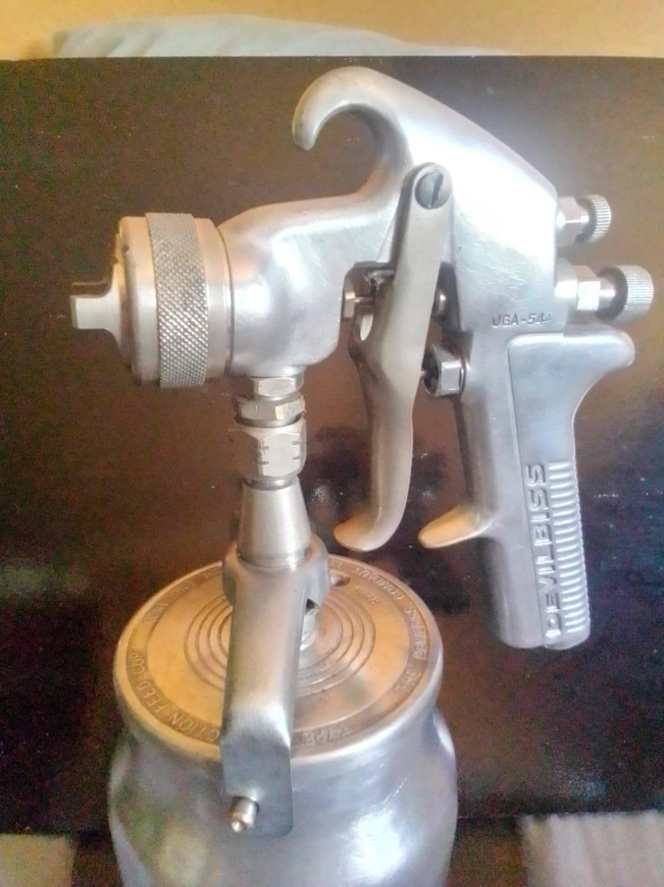 Devilbiss JGA spray gun with pot