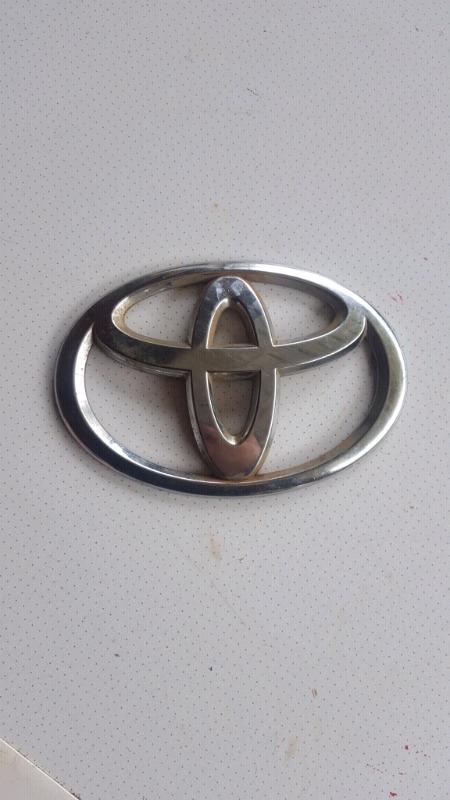 Large toyota badge emblem