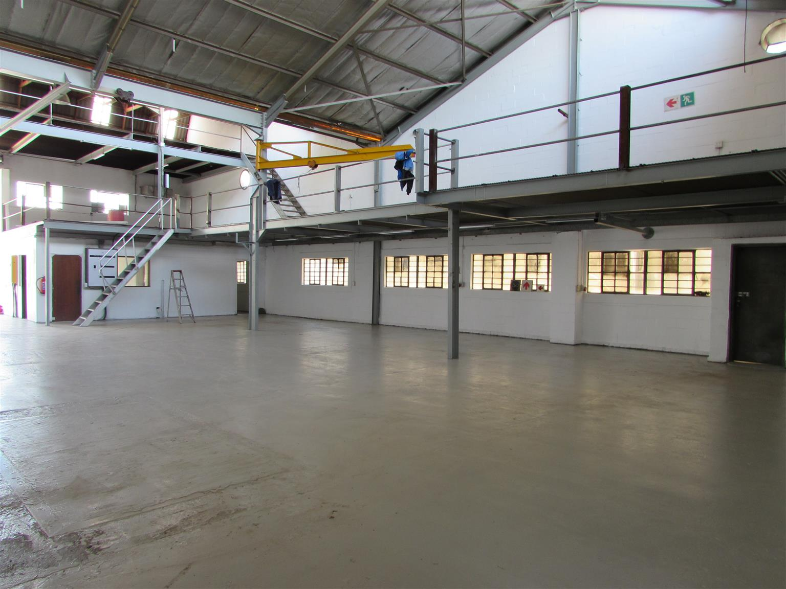 MONTAGUE GARDENS: 576 Warehouse To Let