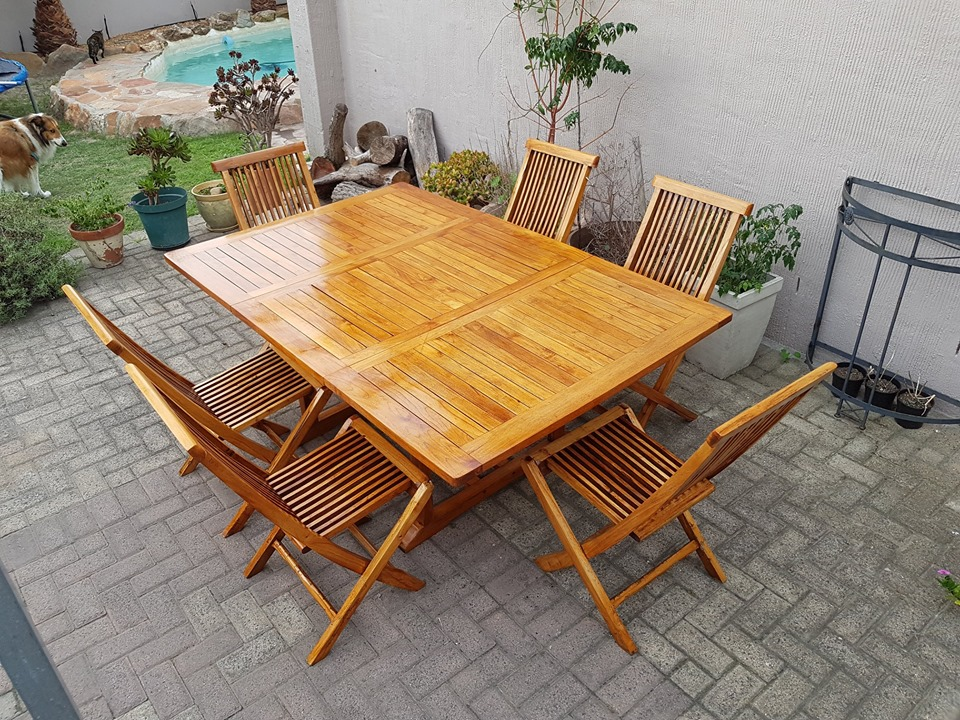 Golden brown 6 seater Wooden Extendable Patio table And 6 Foldable chairs