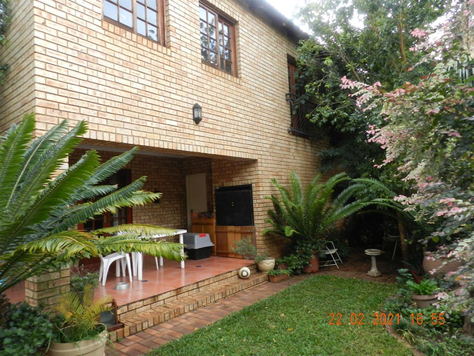 House For Sale in ROOIHUISKRAAL NORTH