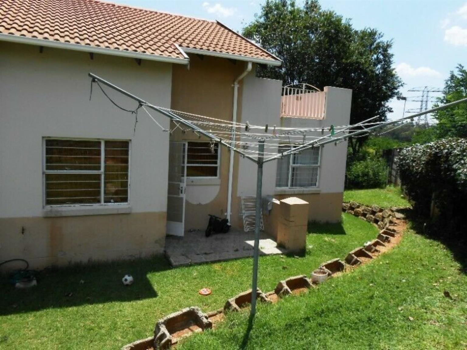 Townhouse For Sale in REMBRANDT RIDGE