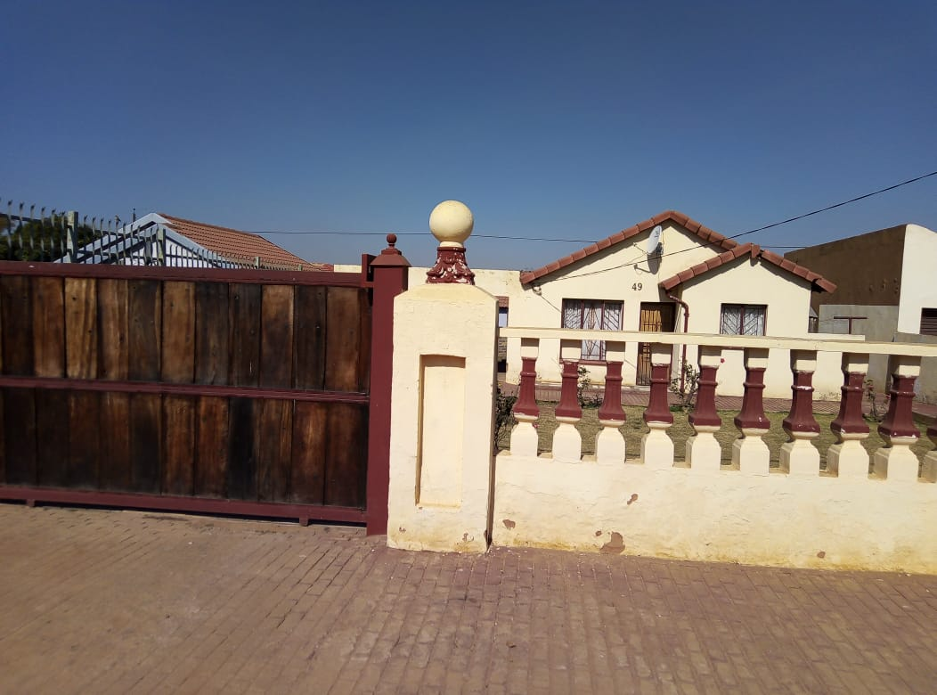 2 BEDROOMS FOR SALE LOTUS GARDENS PRETORIA R530 000.00 CALL SOPHY FOR MORE INFO@ 076 081 3571