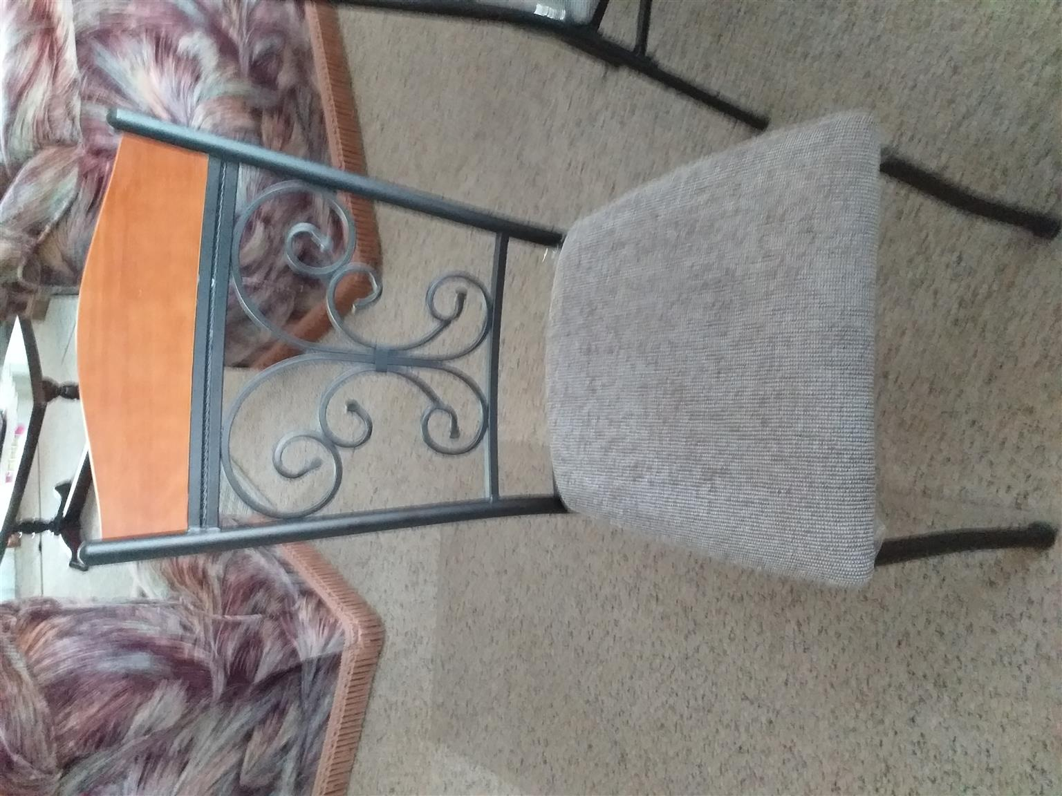 6 seater dining room table with chairs is for sale
