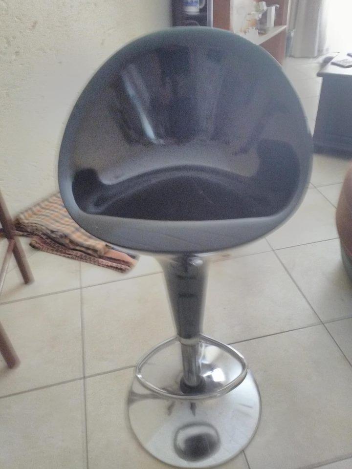 Black bar chair for sale