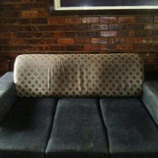 Nice lounge suite that turns into a lazyboy