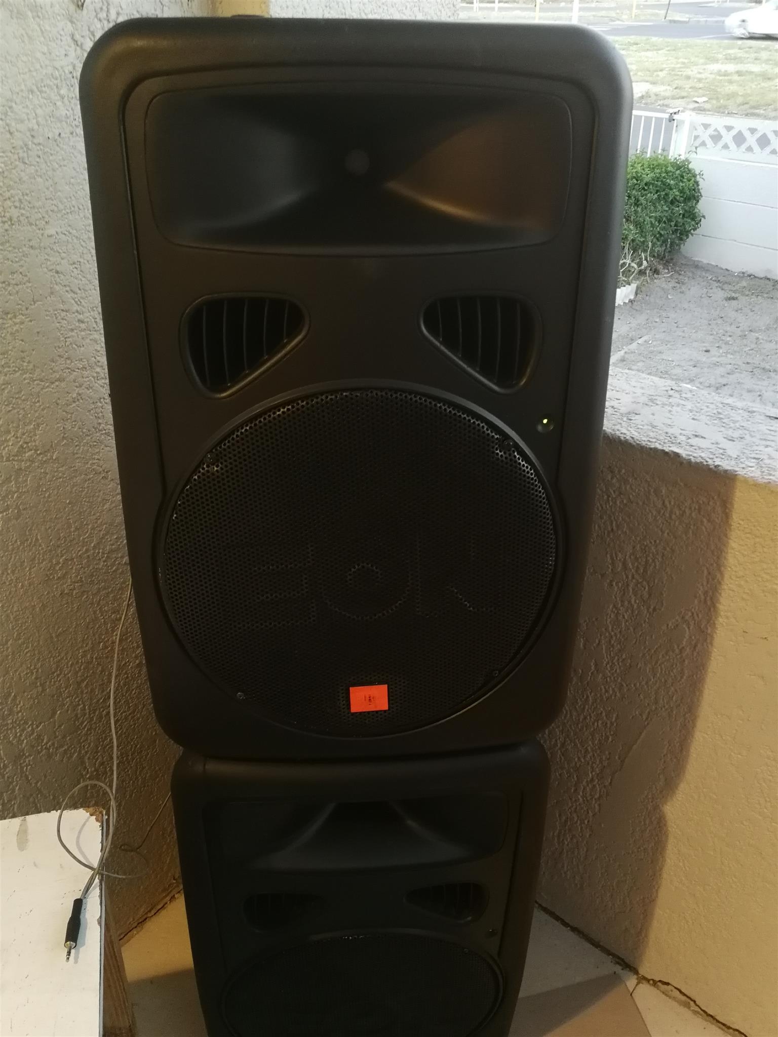 Two jbl Eon G2 powered speakers for sale R8000