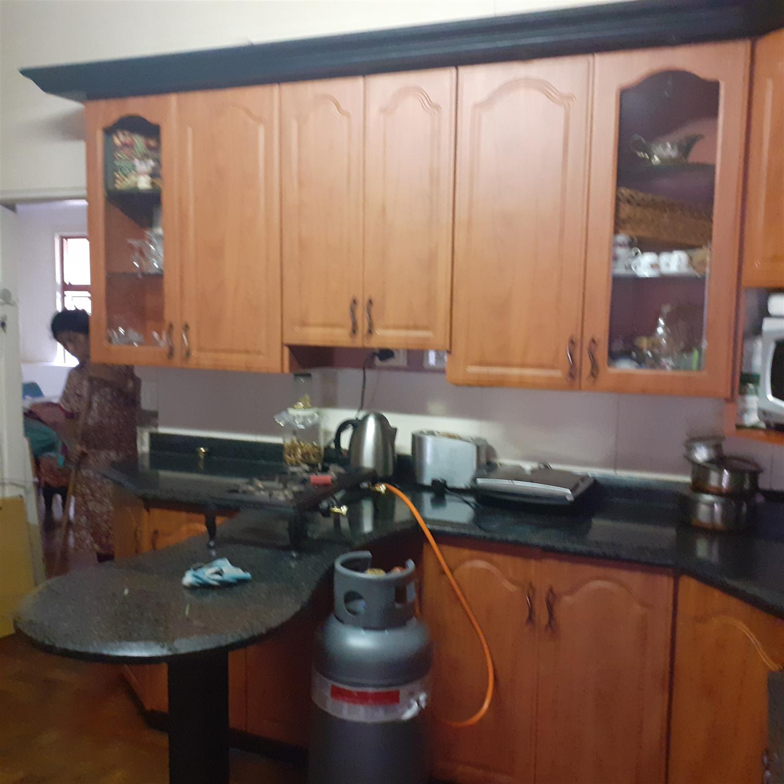 Good condition kitchen units with stove and, microwave and prep bowl