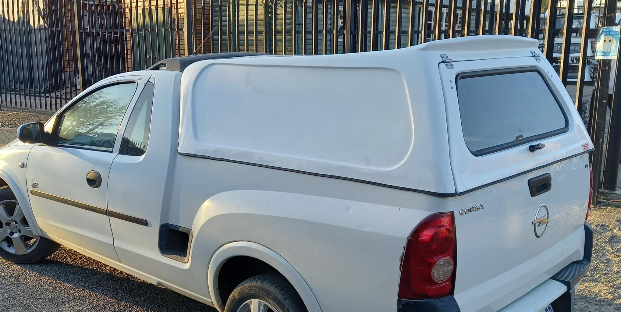 GC CORSA UTILITY BLINDSIDED CANOPY FOR SALE!!!!!!