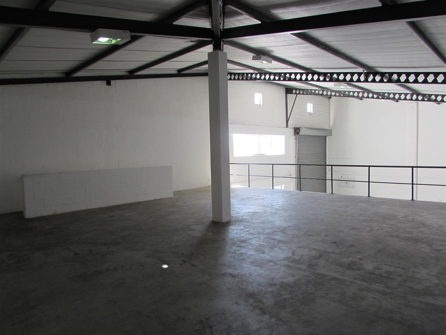 MONTAGUE GARDENS: 294m2 Warehouse To Let