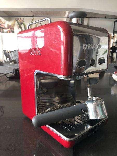 kMix Espresso Makerin beautiful raspberry colour