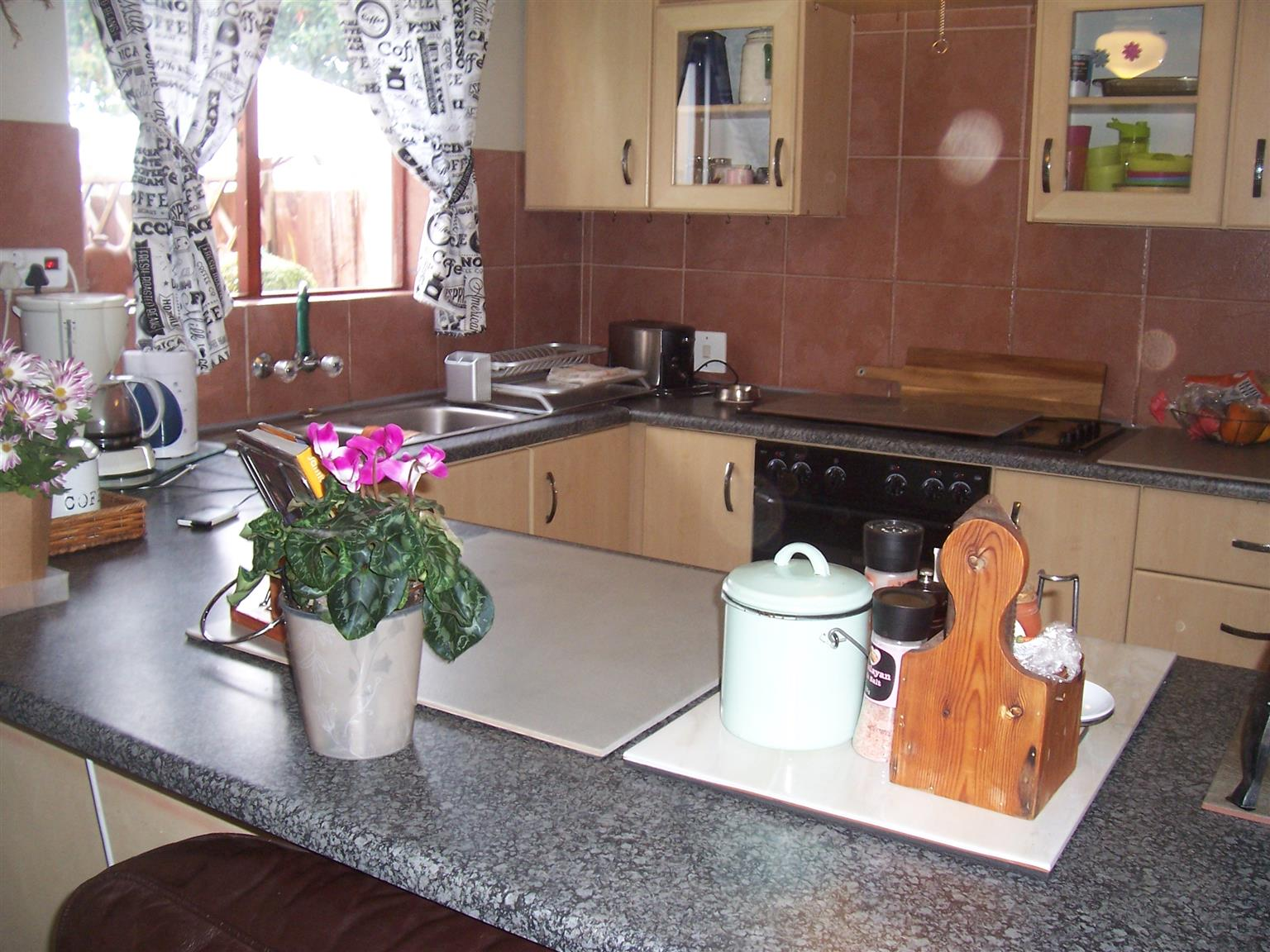 3 BEDROOM HOME FOR SALE IN THE VINES, HERITAGE PARK, SOMERSET WEST.