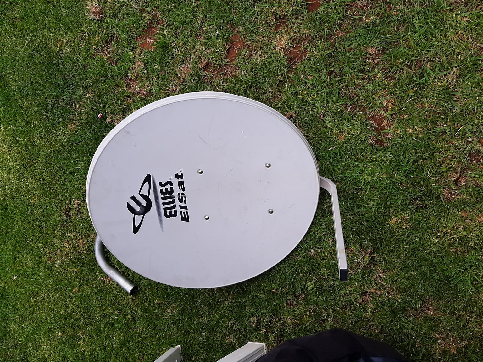 SATELLITE DISH 80CM FOR SALE AS NEW CONDITION