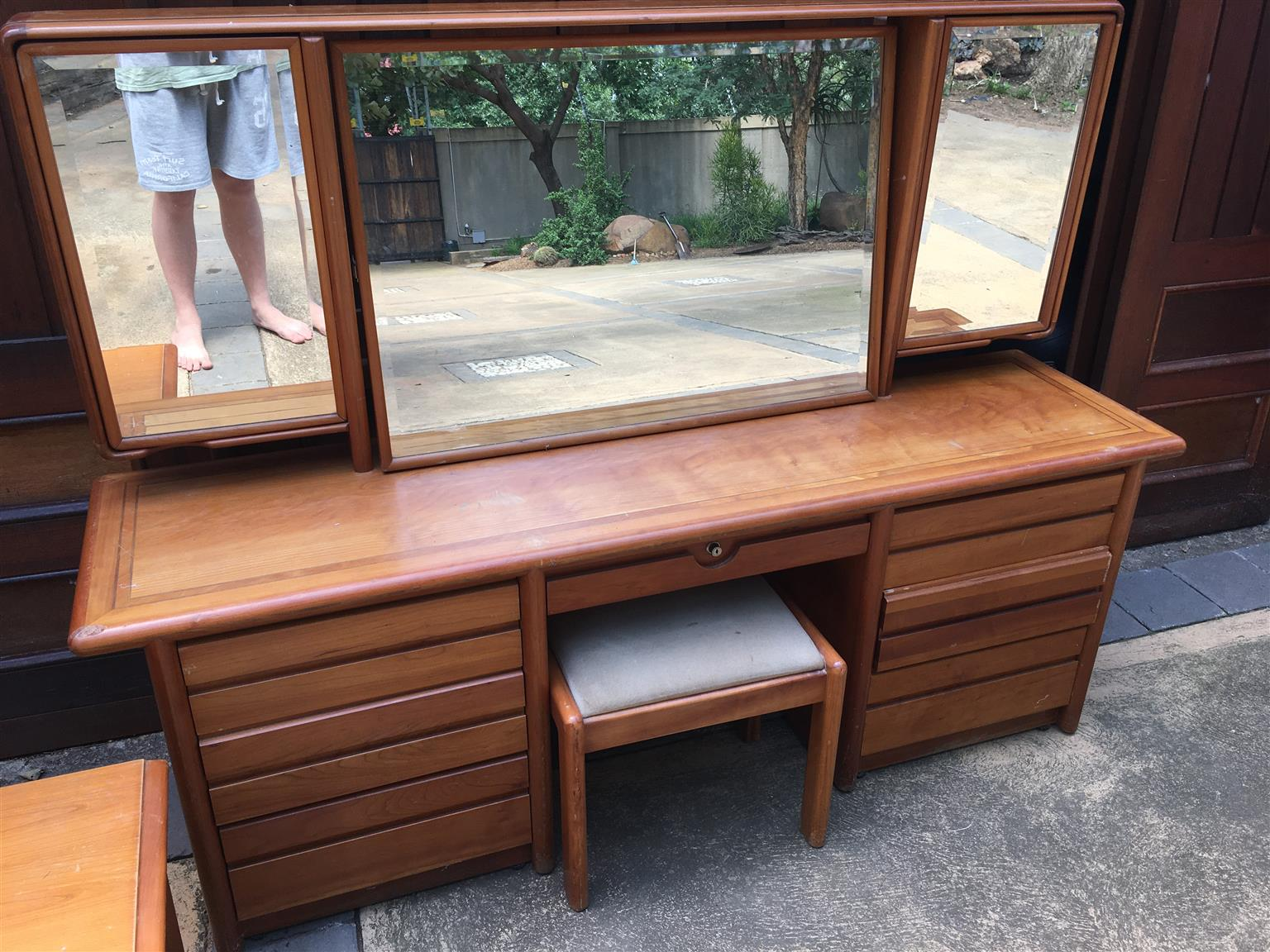 Cherry dressing table with 2 side drawers and a heardboard all for 3000