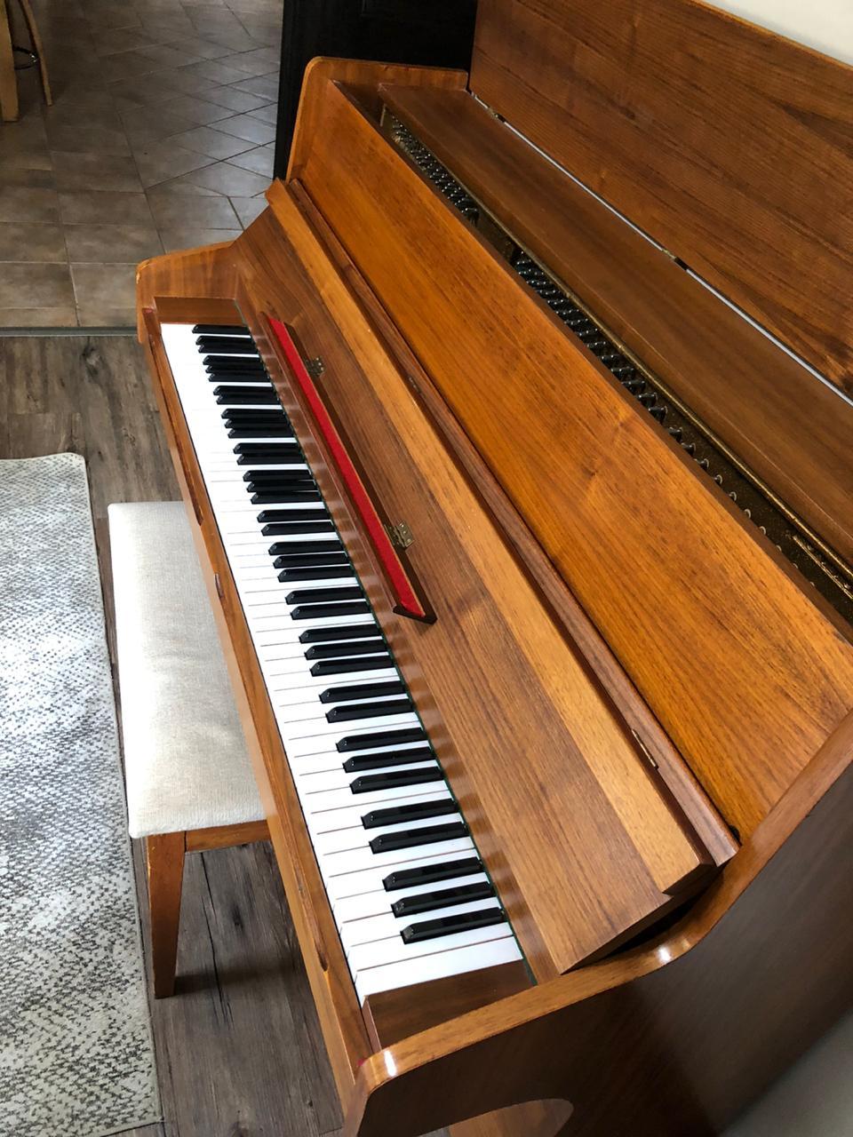 Piano OTTO BACH Upright.