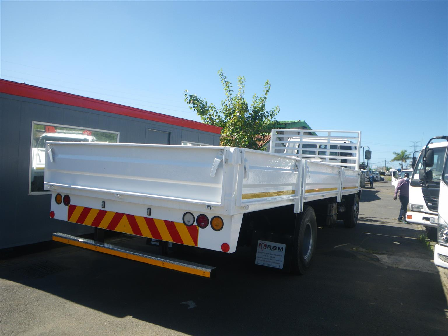 1989 Isuzu F9000 drop side truck
