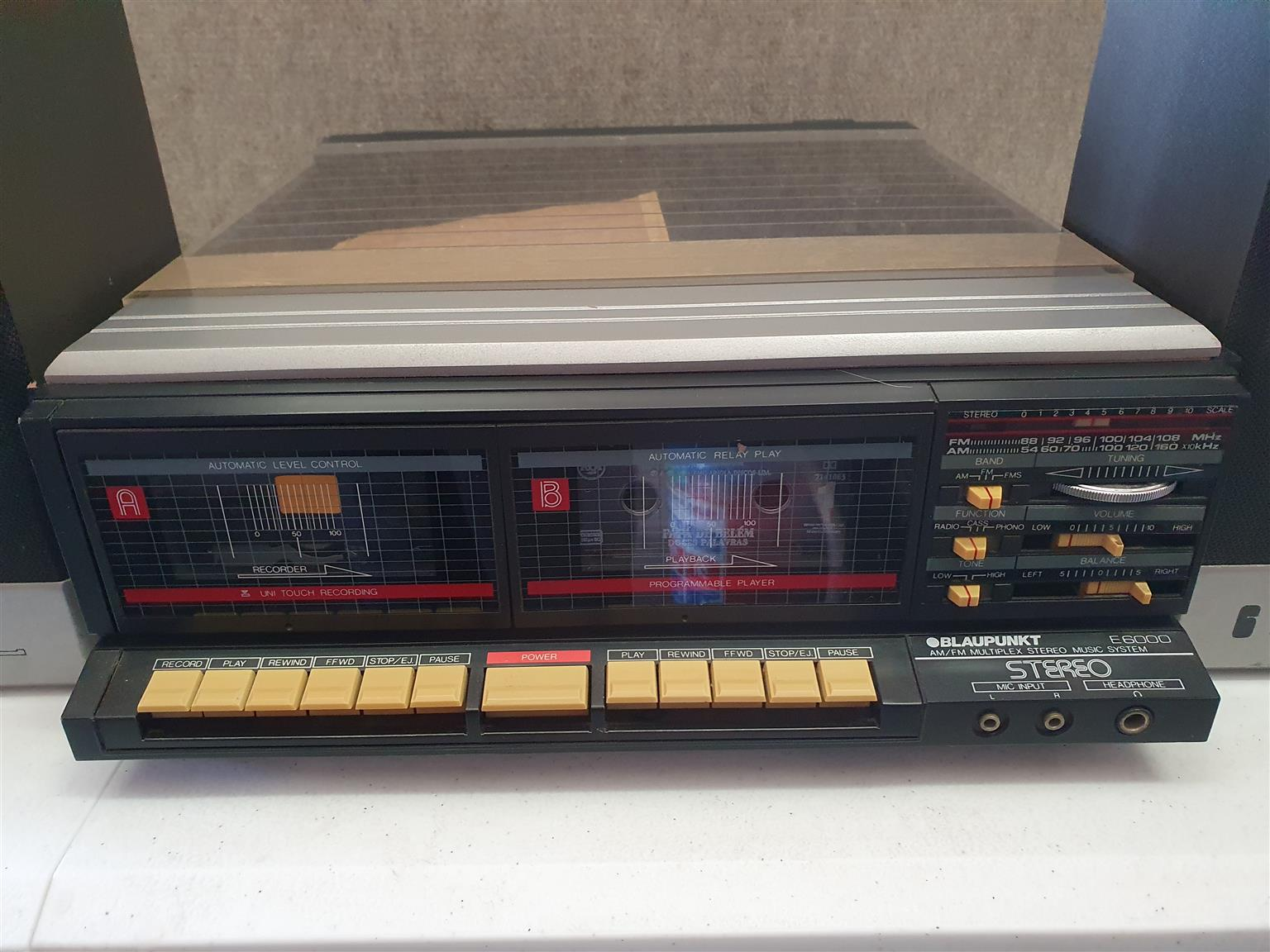 BLAUPUNKT AM/FM Stereo Music System E6100  Radio, Cassette Player And Turntable