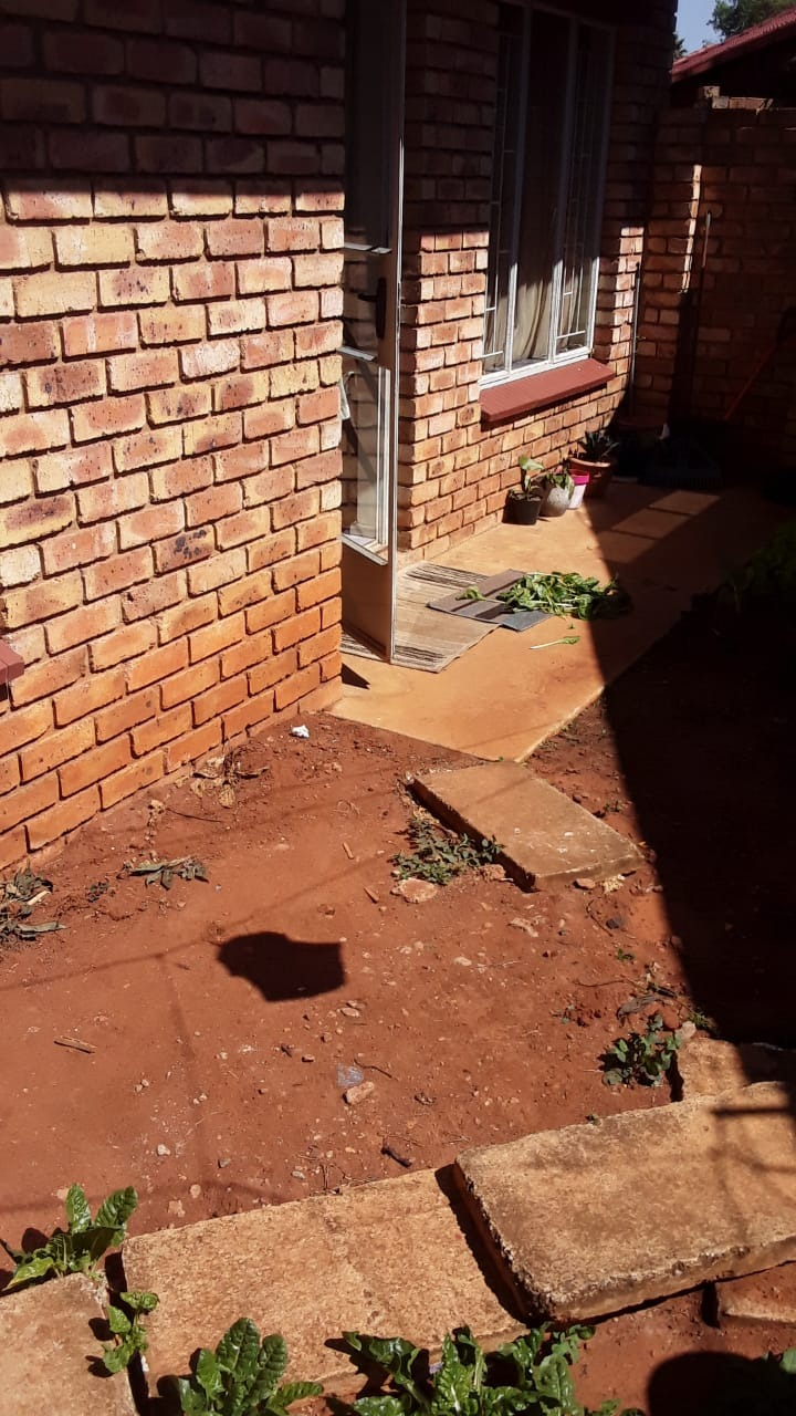Townhouse For Sale in Birchleigh
